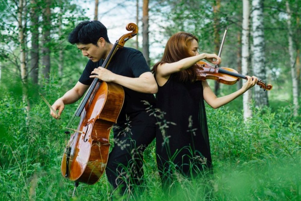 Cellist Hyoung Joon Jo and violinist Soo-Hyun Park, photo Stefan Bremer 1
